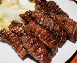 「牛たん炭焼 利久」のスタッフが心をこめて届けてくれる「牛たん弁当」をお部屋やレストランで♪